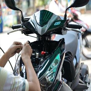 Cách gắn thiết bị định vị vào xe máy